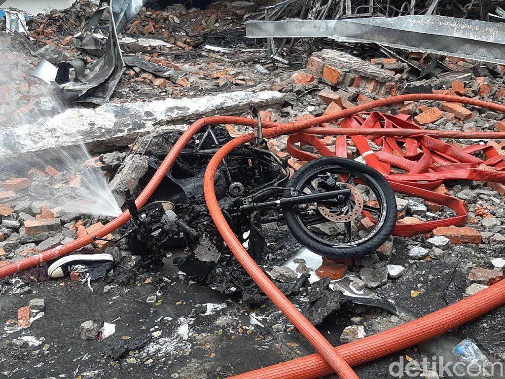 Kebakaran Pabrik di Sentul Hanguskan Motor dan Lukai Karyawan