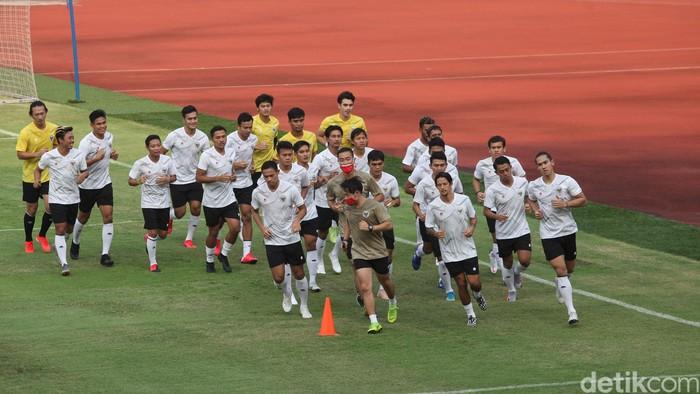 Timnas Indonesia menggelar latihan perdana di Stadion Utama Gelora Bung Karno Jakarta, Jumat (7/8/2020).