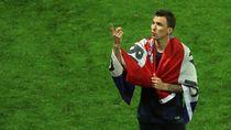 Mario Mandzukic Resmi Berseragam AC Milan