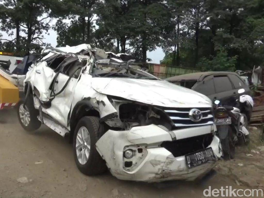 Mobil Tabrak Pembatas Jalan di Tol Cipularang, 1 Orang Tewas
