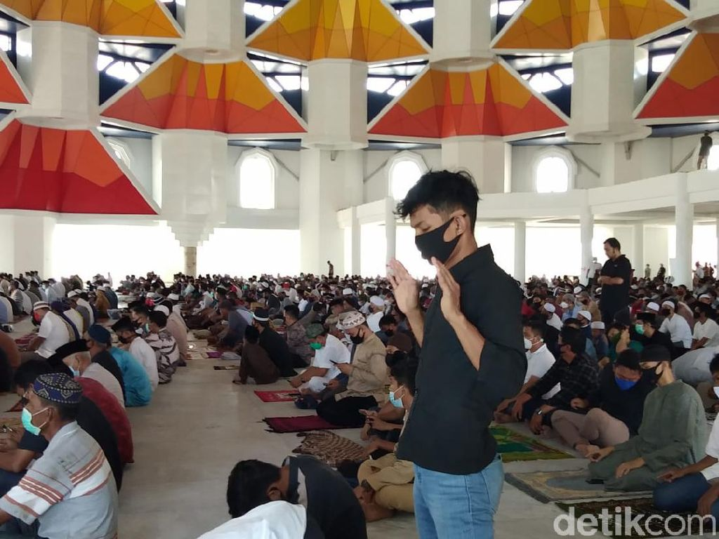 Video Warga Gelar Salat Jumat di Masjid 99 Kubah, Meski Dilarang Gubernur