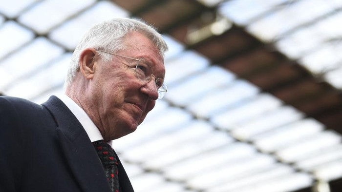 MANCHESTER, ENGLAND - MAY 26: Sir Alex Ferguson of Manchester United leaves the pitch during the Manchester United 99 Legends v FC Bayern Legends at Old Trafford on May 26, 2019 in Manchester, England. (Photo by Nathan Stirk/Getty Images)