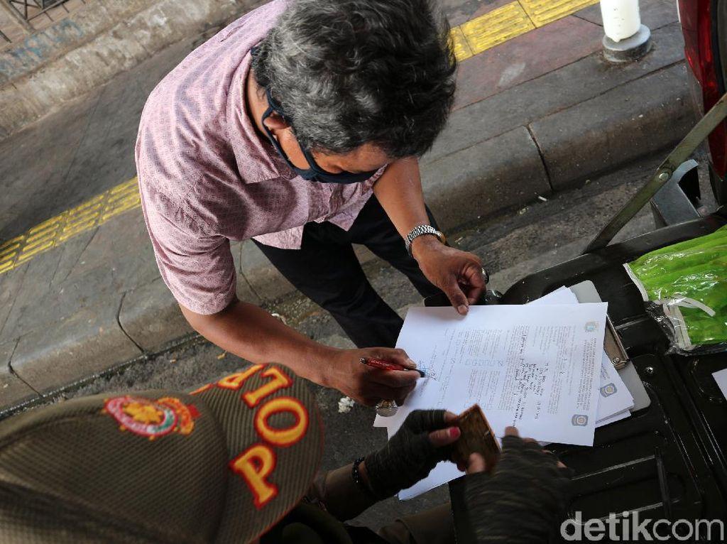 Tak Pakai Masker, 50 Orang di Kalideres Didenda Rp 250 Ribu