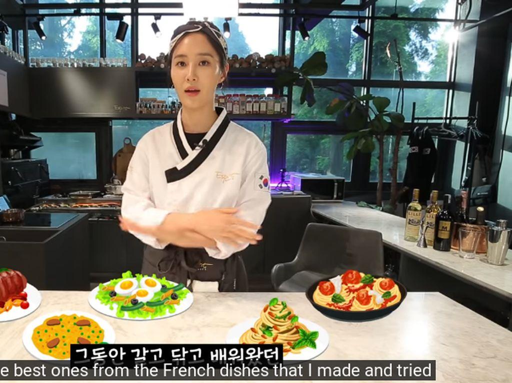 Yuri SNSD Jadi Chef Seharian, Masak Enak untuk Member SNSD!