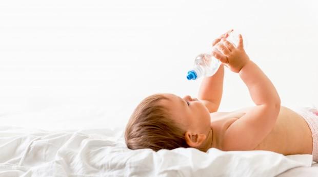 Bayi baru lahir belum boleh meminum air putih.