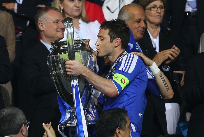 MUNICH, GERMANY - MAY 19:  Frank Lampard of Chelsea celebrates with the trophy after their victory in the UEFA Champions League Final between FC Bayern Muenchen and Chelsea at the Fussball Arena München on May 19, 2012 in Munich, Germany.  (Photo by Alex Livesey/Getty Images)