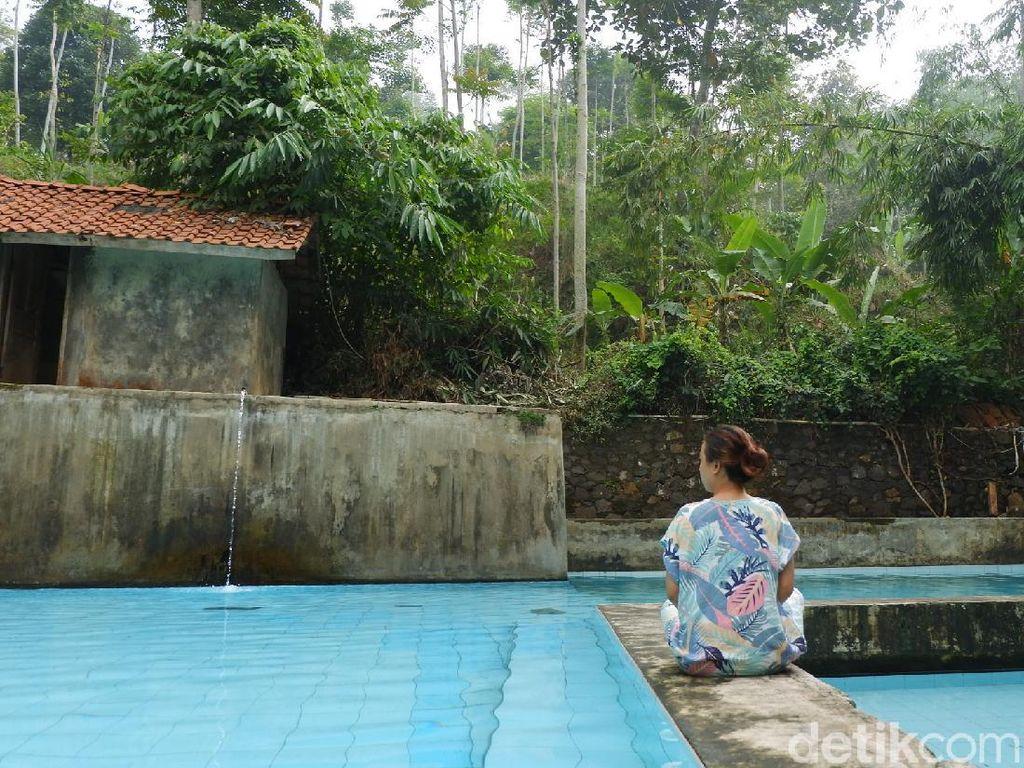 Potret Kolam Renang Tersembunyi di Bandung