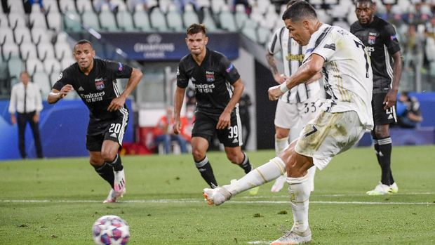 Juventus' Cristiano Ronaldo scores his sides' opening goal on a penalty during the Champions League round of 16 second leg, soccer match between Juventus and Lyon at the Allianz stadium in Turin, Italy, Friday, Aug. 7, 2020. (Marco Alpozzi/LaPresse via AP)