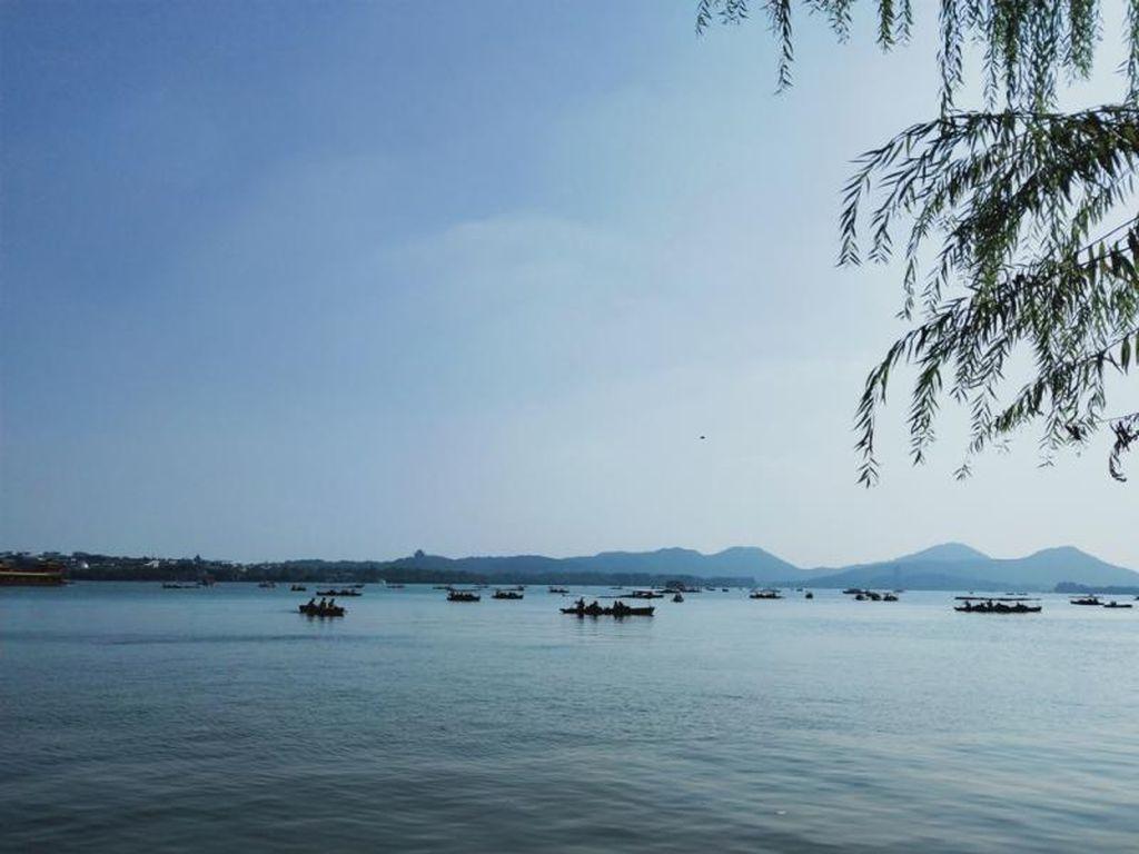 Menikmati Keindahan West Lake di Hangzhou, China