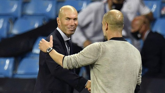 MANCHESTER, ENGLAND - AUGUST 07: Pep Guardiola, Manager of Manchester City shakes hands with Zinedine Zidane, Head Coach of Real Madrid following the UEFA Champions League round of 16 second leg match between Manchester City and Real Madrid at Etihad Stadium on August 07, 2020 in Manchester, England. (Photo by Peter Powell/Pool via Getty Images)