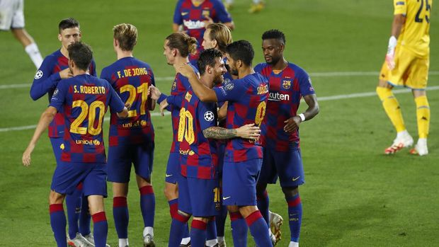 Barcelona's Luis Suarez celebrates with teammates after scoring his side's third goal during the Champions League round of 16, second leg soccer match between Barcelona and Napoli at the Camp Nou Stadium in Barcelona, Spain, Saturday, Aug. 8, 2020. (AP Photo/Joan Monfort)