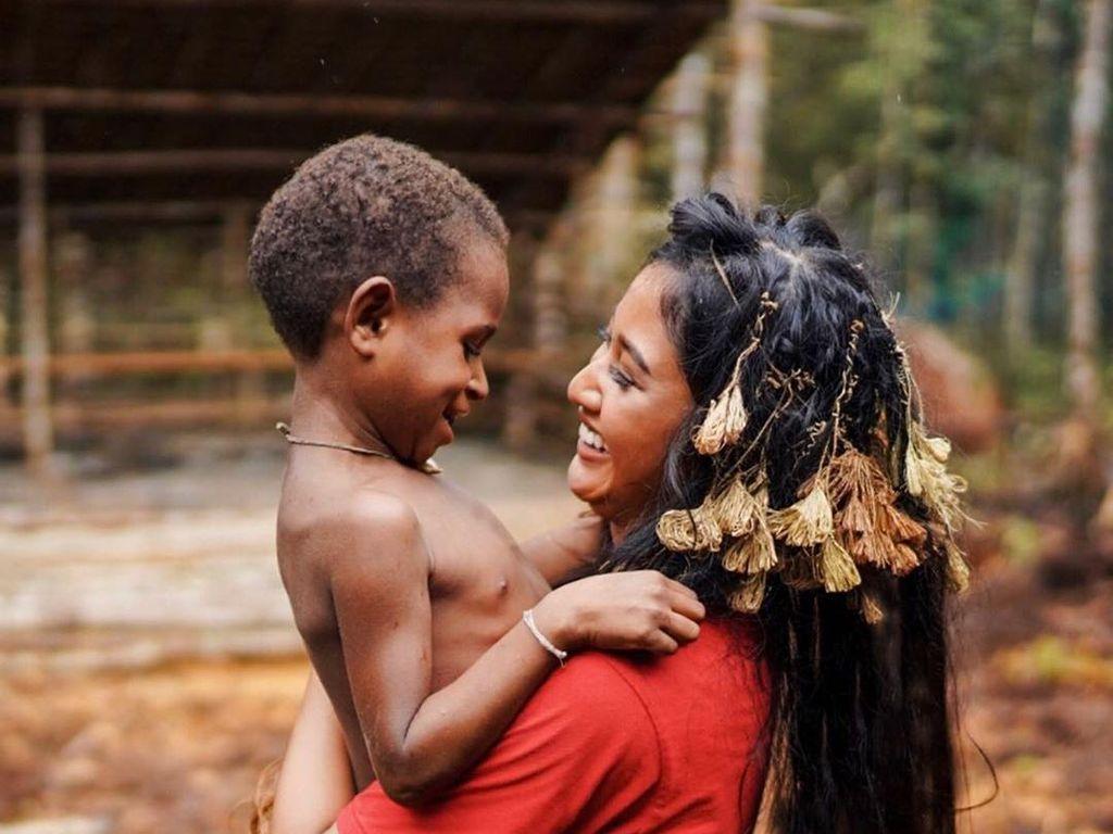Claresta Taufan Jatuh Hati Sejatuh-jatuhnya kepada Papua