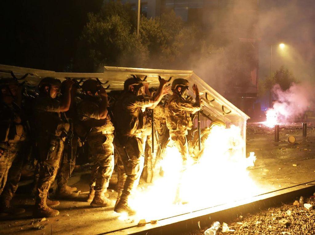 Sejumlah Bom Suar Ditembakkan Israel ke Wilayah Lebanon