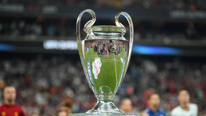ISTANBUL, TURKEY - AUGUST 14: The UEFA Champions League trophy is seen prior to the UEFA Super Cup match between Liverpool and Chelsea at Vodafone Park on August 14, 2019 in Istanbul, Turkey. (Photo by Michael Regan/Getty Images)