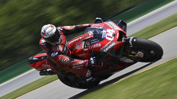 Ducati's Italian rider Andrea Dovizioso rides his bike during the qualification of the Moto GP Czech Grand Prix at Masaryk circuit in Brno on August 8, 2020. (Photo by JOE KLAMAR / AFP)