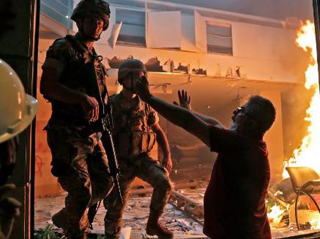 1 Polisi Tewas dan Ratusan Demonstran Terluka dalam Demo Ricuh di Lebanon