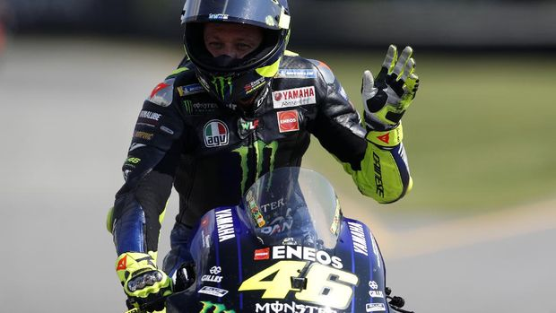 Italian rider Valentino Rossi waves at the finish line of the MotoGP at the Czech Republic motorcycle Grand Prix at the Automotodrom Brno, in Brno, Czech Republic, Sunday, Aug. 9, 2020. (AP Photo/Petr David Josek)
