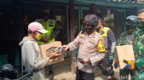 Petugas Gabungan Blusukan ke Pelosok Gunung Lawu Bagikan Masker