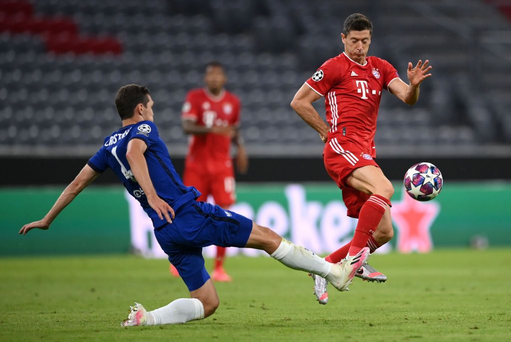 MUNICH, GERMANY - AUGUST 08: Andreas Christensen of Chelsea  battles for possession with  Robert Lewandowski of Bayern Munich during the UEFA Champions League round of 16 second leg match between FC Bayern Muenchen and Chelsea FC at Allianz Arena on August 08, 2020 in Munich, Germany. (Photo by Matthias Hangst/Getty Images)