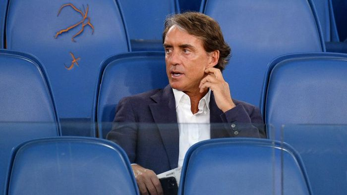 ROME, ITALY - JUNE 17:  Roberto Mancini head coach of Italia National team looks on before the Coppa Italia Final match between Juventus and SSC Napoli at Olimpico Stadium on June 17, 2020 in Rome, Italy.  (Photo by Marco Rosi/Getty Images)