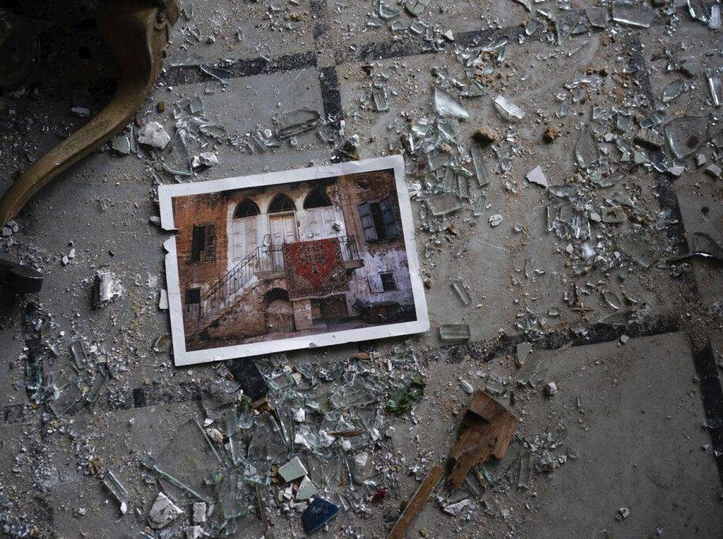 Kemunculan Ruang Bawah Tanah Usai Puing Ledakan di Lebanon Ditepikan