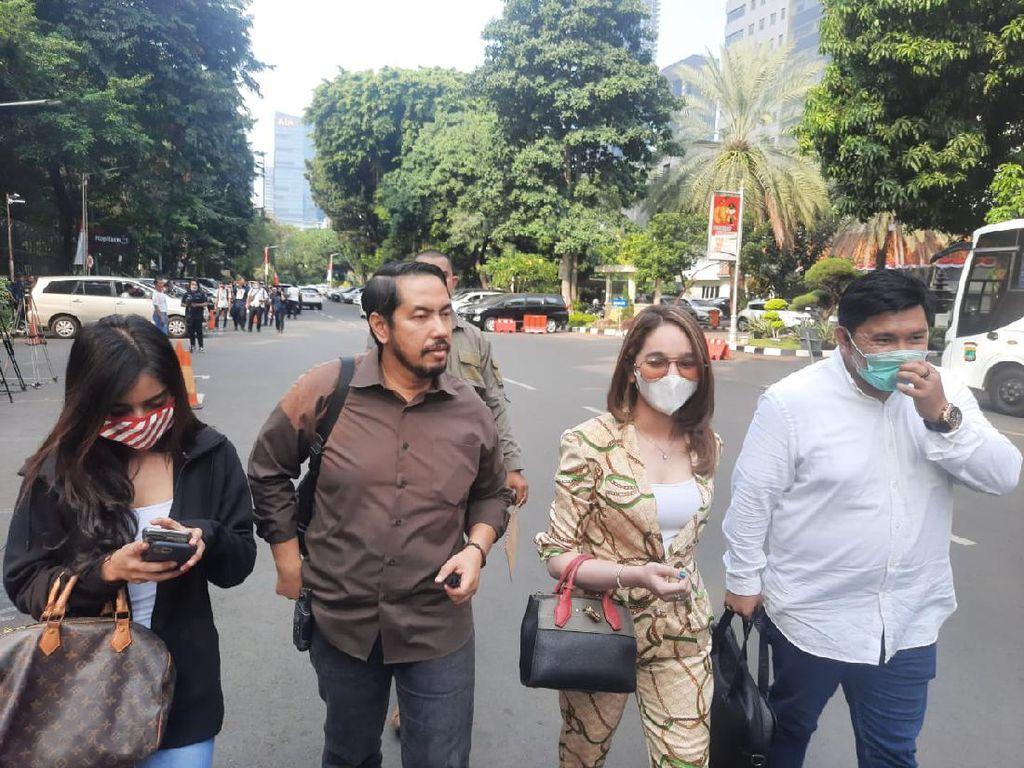 Usai Kasus Dugaan Prostitusi Hana Hanifah Muncul di Polda Metro, Ada Apa?