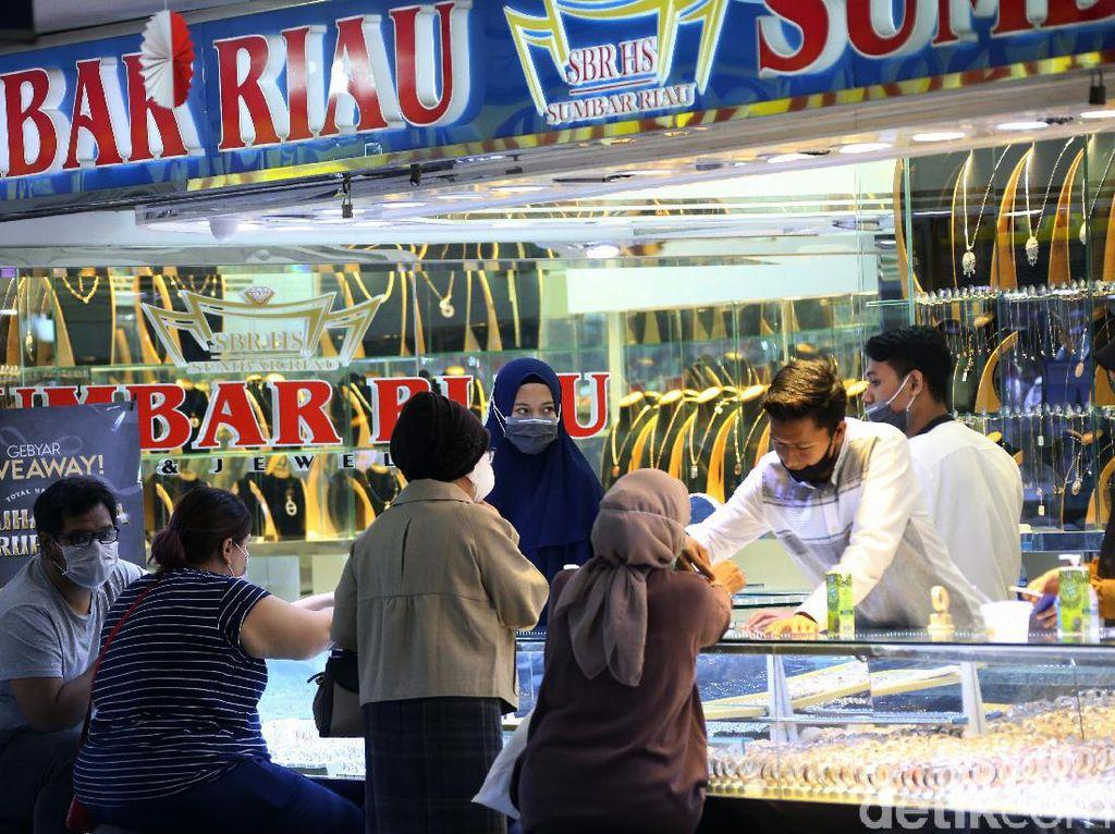 Penjualan Emas Melonjak Saat Harganya Cetak Rekor