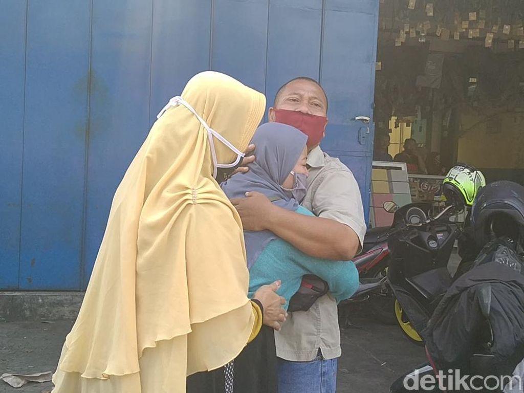 Jerit Tangis Ibu Korban di Rekonstruksi Pembunuhan Sepasang Kekasih Sadis