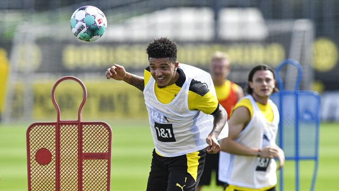 Dortmunds Jadon Sancho heads the ball during the first training session of German Bundesliga club Borussia Dortmund at the training grounds in Dortmund, Germany, Monday, Aug. 3, 2020. (AP Photo/Martin Meissner)