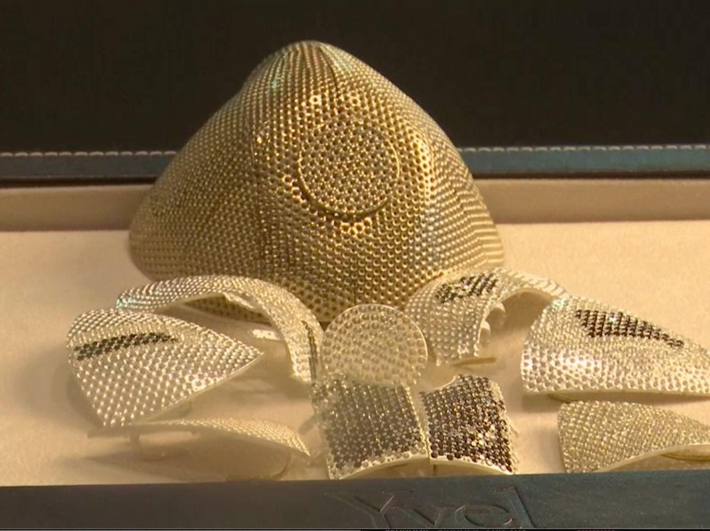 Masker Anti-Corona Rp 22 M Buat Pengusaha China, Pakai Emas dan Berlian