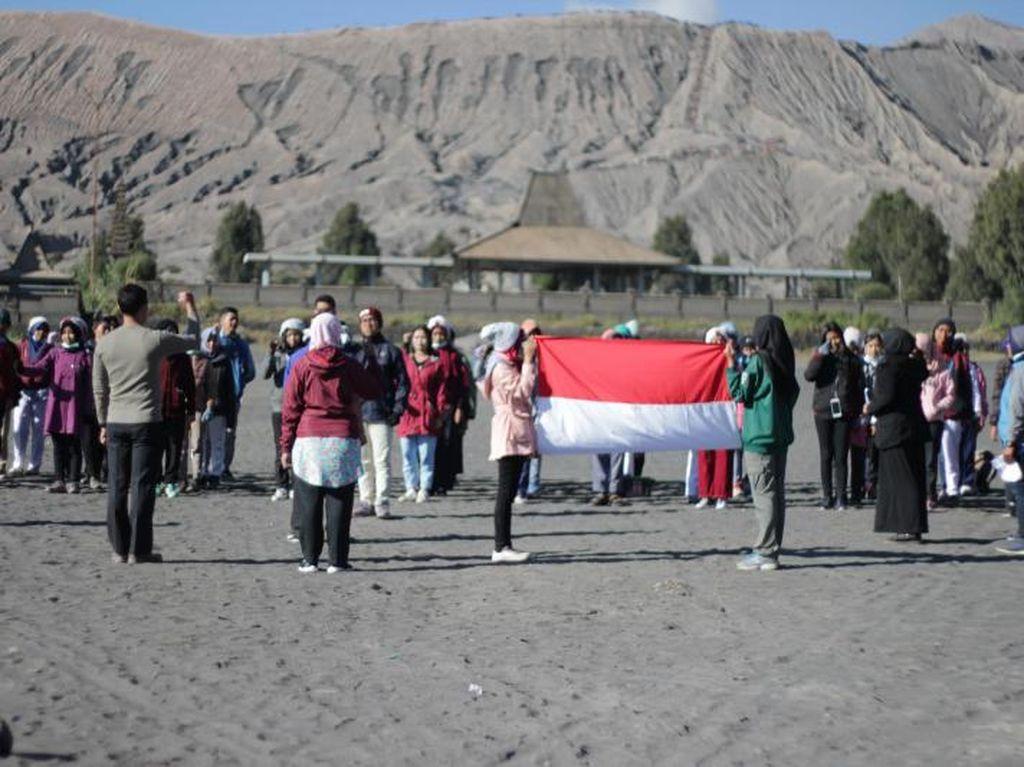 Mengenang Upacara Hardiknas di Gunung Bromo Jelang Agustusan