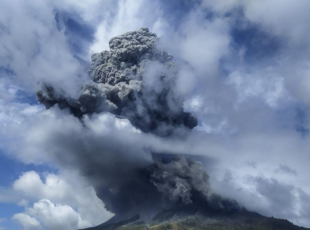 Gunung Sinabung Masih Siaga, 16 Gempa Terjadi dalam 6 Jam