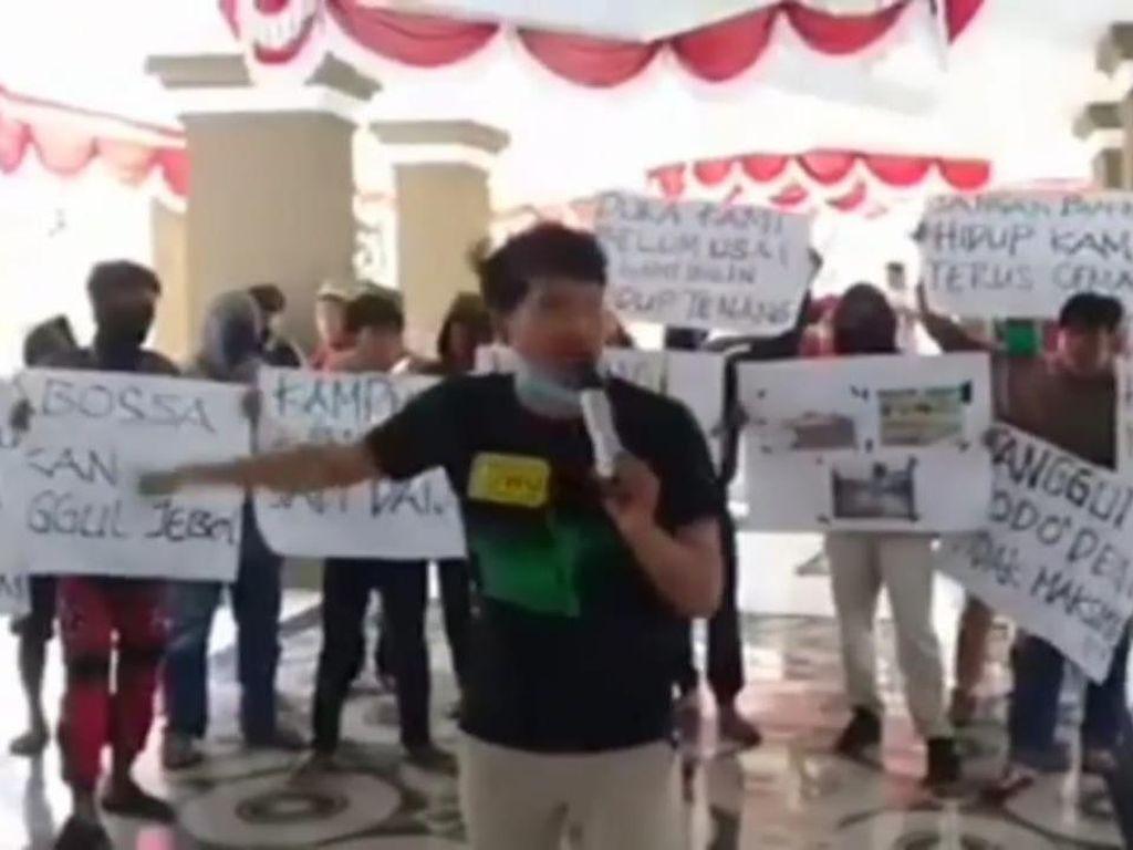 Demo Korban Banjir Bandang Masamba Ricuh, Pimpinan DPRD Nyaris Dikeroyok