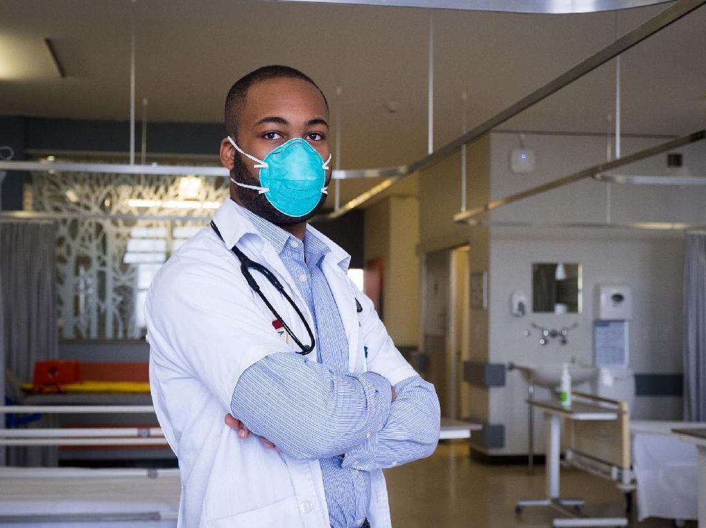 Kisah Sukses Dokter yang Dulu Jadi Satpam di Rumah Sakit Tempatnya Bekerja