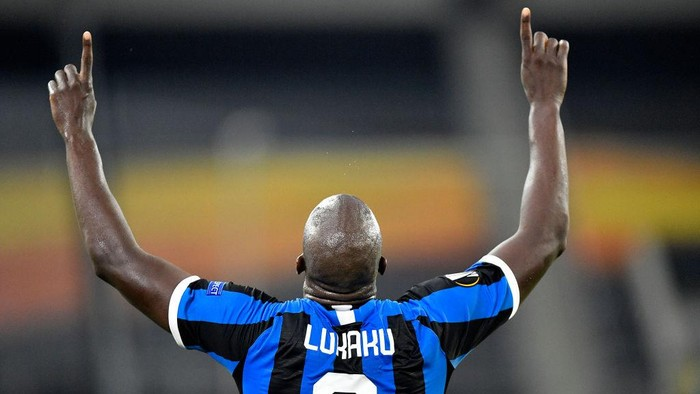 DUESSELDORF, GERMANY - AUGUST 10: Romelu Lukaku of Inter Milan celebrates after scoring his sides second goal during the UEFA Europa League Quarter Final between FC Internazionale and Bayer 04 Leverkusen at Merkur Spiel-Arena on August 10, 2020 in Duesseldorf, Germany. (Photo by Martin Meissner/Pool via Getty Images)