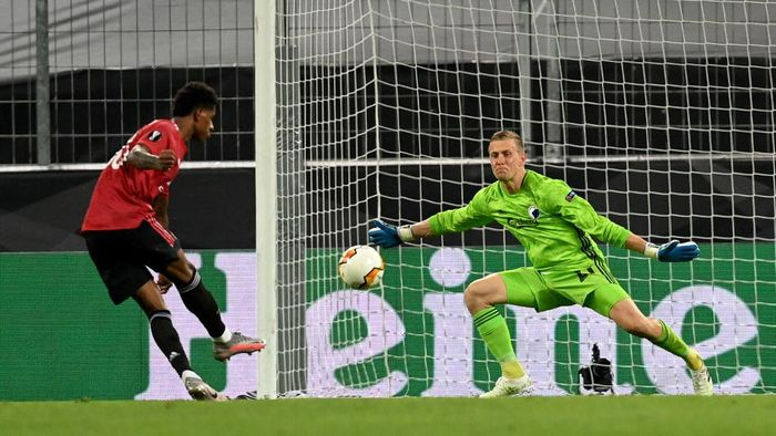 COLOGNE, GERMANY - AUGUST 10: Karl-Johan Johnsson of FC Kobenhavn saves a shot from Marcus Rashford during the UEFA Europa League Quarter Final between Manchester United and FC Kobenhavn at RheinEnergieStadion on August 10, 2020 in Cologne, Germany. (Photo by Sascha Steinbach/Pool via Getty Images)