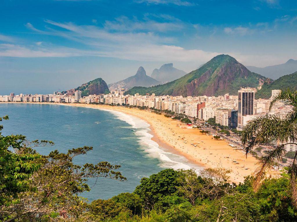 Turis Susah Jaga Jarak, Brasil Maju Mundur Buka Wisata Pantai