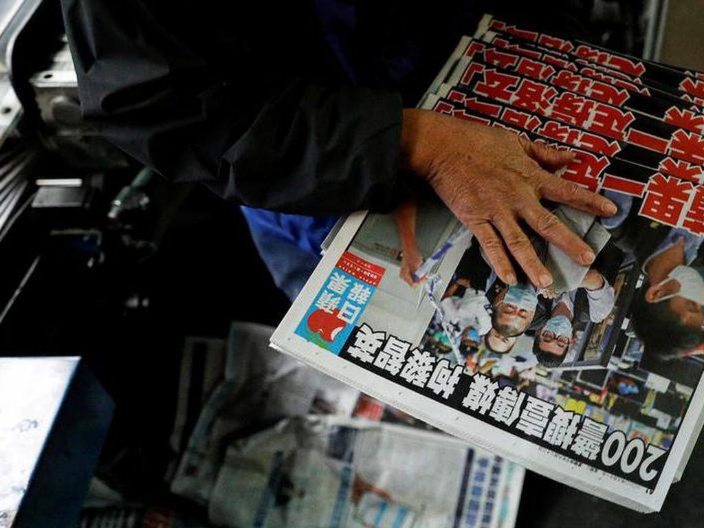 Polisi Hong Kong Tangkap 5 Petinggi Surat Kabar Apple Daily