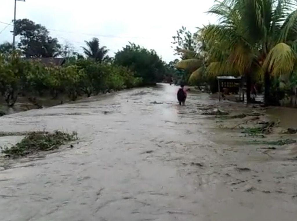 Sungai Saluampak Surut, Warga Desa Mari-mari Lutra Diminta Mengungsi