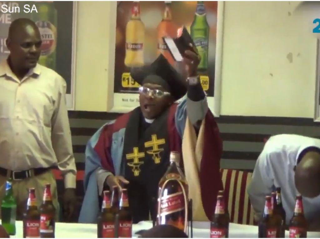 Saat Gereja Khusus Pemabuk Melarang Jemaah Bawa Alkohol