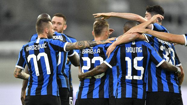 Inter Milan's Nicolo Barella, covered by his teammates, celebrates after scoring his side's opening goal during the Europa League quarter finals soccer match between Inter Milan and Bayer Leverkusen at Duesseldorf Arena, in Duesseldorf, Germany, Monday, Aug. 10, 2020. (AP Photo/Martin Meissner)