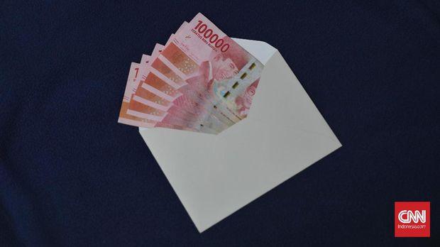 Ilustrasi uang bantuan dari pemerintah sebesar 600 ribu rupiah bagi pekerja bergaji Di bawah 5 juta rupiah. CNN Indonesia/Safir Makk