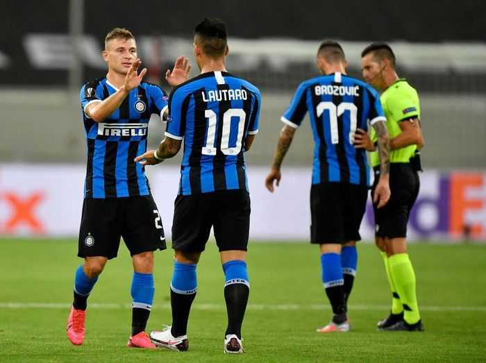 DUESSELDORF, GERMANY - AUGUST 10: Nicolo Barella of Inter Milan celebrates after scoring his sides first goal with teammate Lautaro Martinez during the UEFA Europa League Quarter Final between Inter and Bayer 04 Leverkusen at Merkur Spiel-Arena on August 10, 2020 in Duesseldorf, Germany. (Photo by Martin Meissner/Pool via Getty Images)