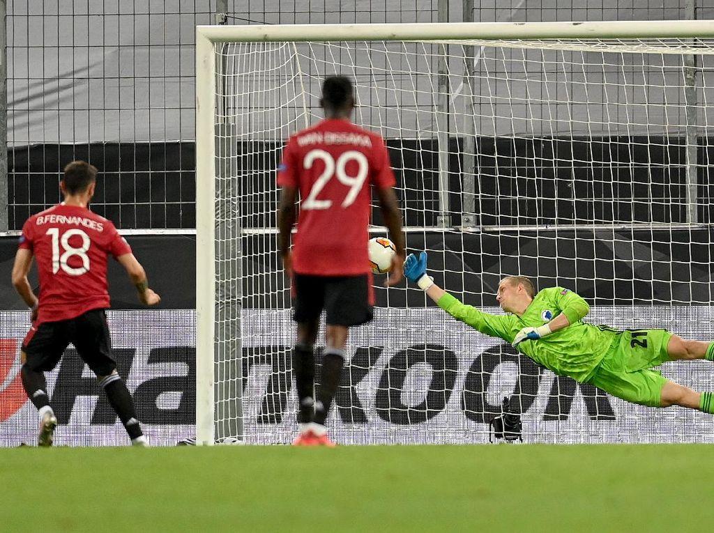 Manchester United Sang Raja Penalti