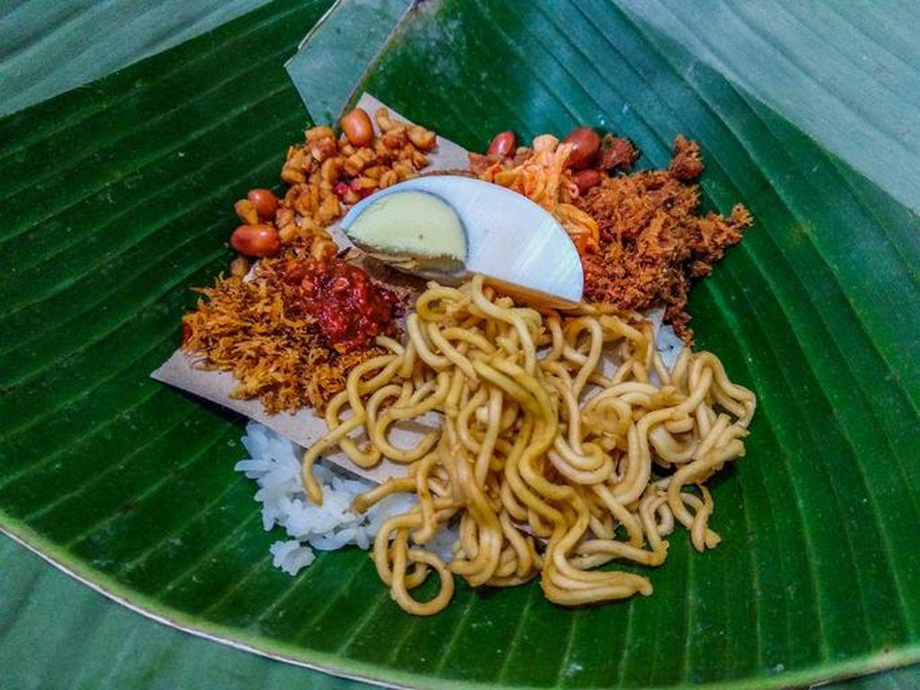 Nasi Jinggo, Nasi Kucing Versi Bali yang Sedap dan Murah Meriah