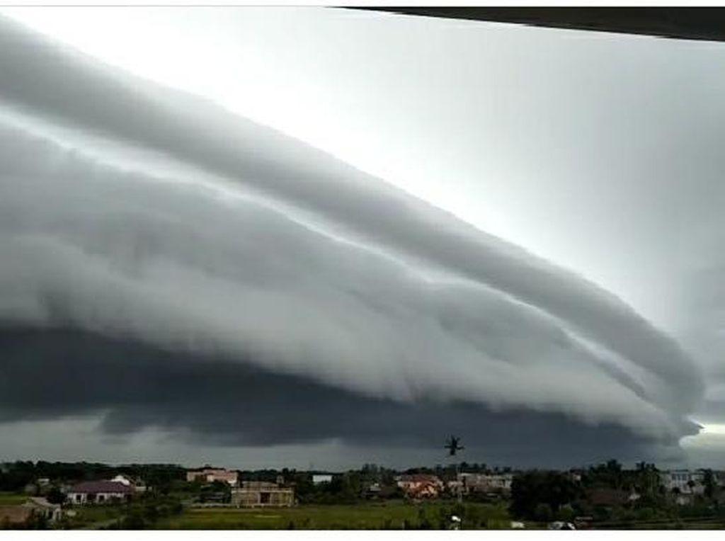 5 Fakta Ilmiah Awan Arcus atau Awan Tsunami yang Viral di Meulaboh