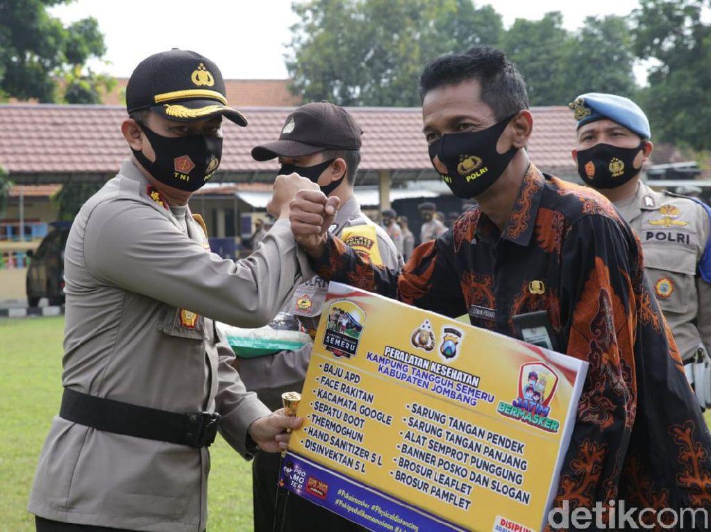 Polisi Jombang Distribusikan Alkes ke 41 Kampung Tangguh Cegah COVID-19