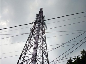 Sepi Order Gegara Pandemi, Bos WO Nekat Panjat Tower di Sukabumi