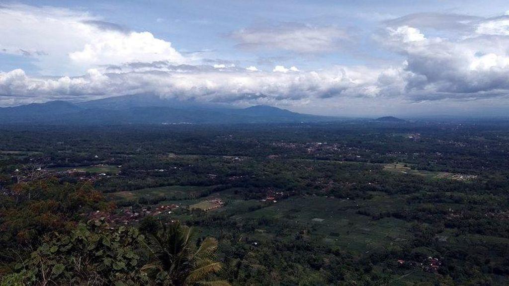 Foto: Pemandangan Dahsyat Borobudur dari Watu Ambeng