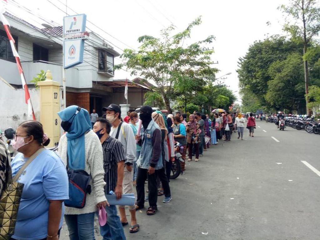 Video Antrean Pengajuan Bansos UMKM di Solo Berujung Desak-desakan